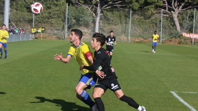Javi Pérez está entrando en el once del Cádiz CF B en las últimas semanas.
