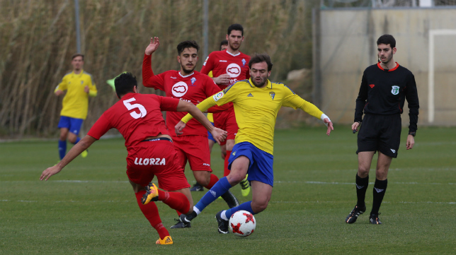 Paco Olano, con el Cádiz CF B ante el Castilleja la temporada pasada.