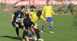 Peter es uno de los referentes del Cádiz CF B y no estará en el duelo provincial por sanción.