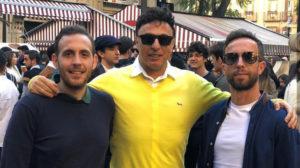 Quique Pina, con dos amigos. A su izquierda, Enrique Labrador.