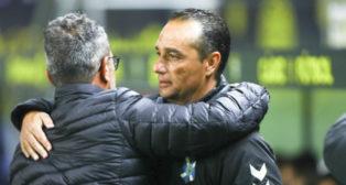 José Luis Oltra y Álvaro Cervera, antes de un encuentro.