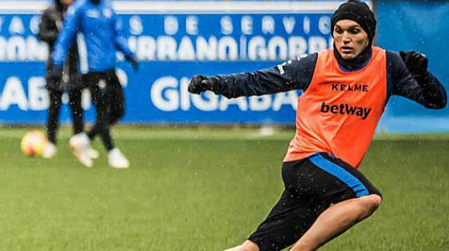 Dani Torres juega ahora en el Real Zaragoza.