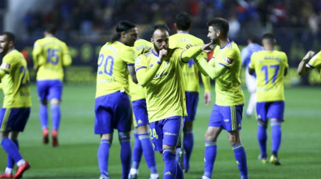 Edu Ramos celebra su gol primero en Carranza.