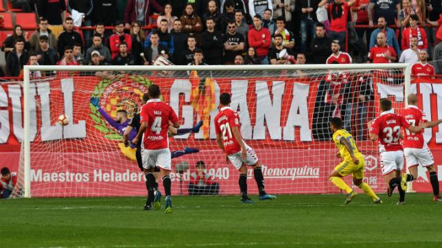 Gol de Machís en el Nou Estadi de Tarragona.