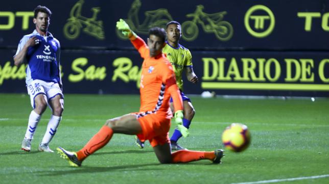 A Machís le anularon un gol ante el Tenerife.