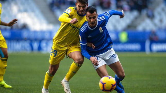 El Oviedo quiere apretar al Cádiz CF.