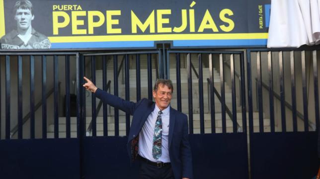 Pepe Mejías ya tiene una puerta a su nombre en el estadio Ramón de Carranza.