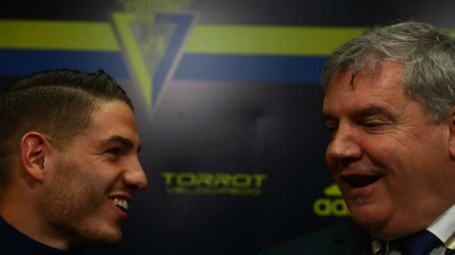 Manu Vallejo y Manuel Vizcaíno durante la rueda de prensa en el Ramón de Carranza.