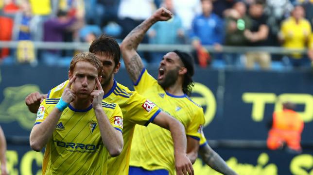 Álex celebra el gol del triunfo para el Cádiz CF ante el Albacete.