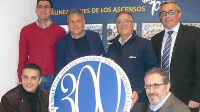 El Cádiz CF brinda homenaje a su pasado.