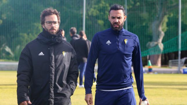 Sergio Sánchez, junto al recuperador José Luis Costa.