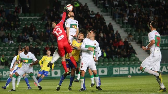 Dani Calvo, a la derecha en la imagen, marcó el gol de la victoria del Elche ante el Cádiz CF la temporada pasada.