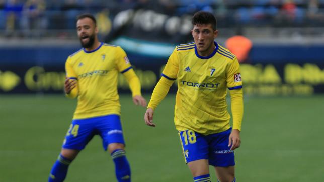 Edu Ramos y Espino en un partido con el Cádiz CF.