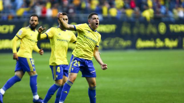 Manu Vallejo celebra su gol ante el Lugo.