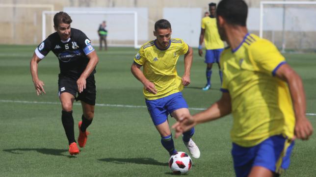 Javi Navarro, jugador del Cádiz CF B.