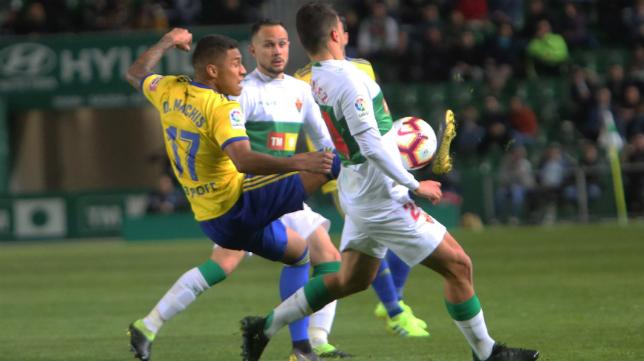 Machís se ha asentado en el once del Cádiz CF.