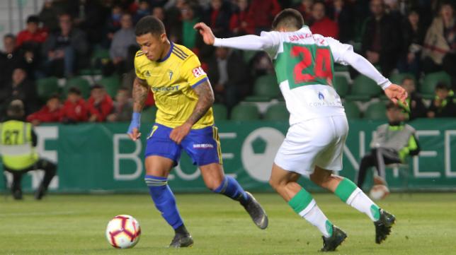El Cádiz CF perdió 1-0 en Elche, aunque sigue sexto.