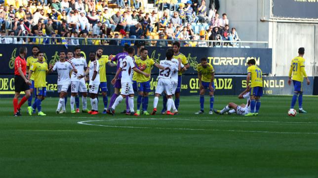 El árbitro fue el centro de las críticas de los manchegos.