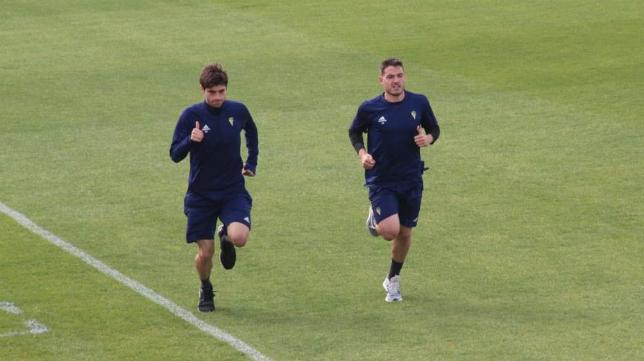 Manu Vallejo (d) regresó a los entrenamientos del Cádiz CF. Foto: Cádiz CF.