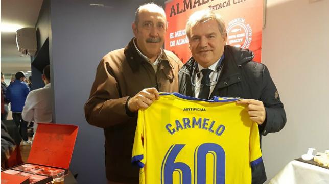 Carmelo junto a Manuel Vizcaíno. Foto: Cádiz CF.