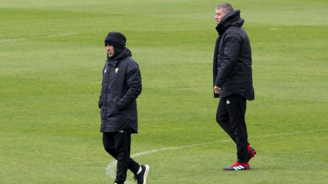 Álvaro Cervera, junto a Javier Manzano, en un entrenamiento.