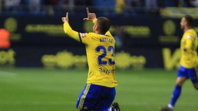 Aketxe celebra su gol de falta.