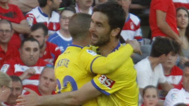 Kecojevic abraza a Aketxe.