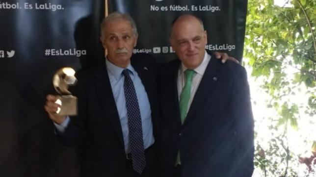 Antonio Navarrete, junto a Javier Tebas.