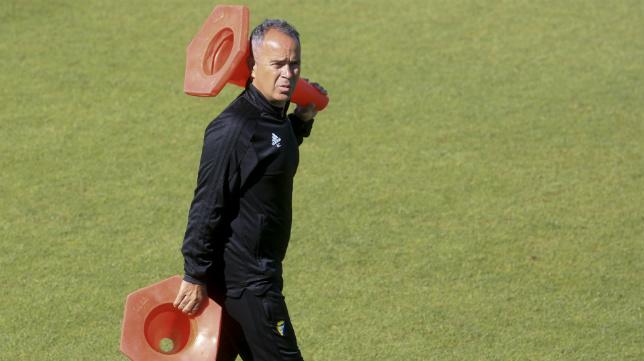 Álvaro Cervera, en un entrenamiento del Cádiz CF.