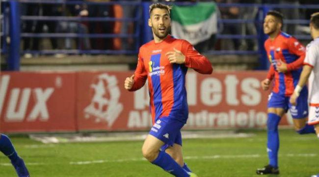 Alberto Perea en un partido con el Extremadura