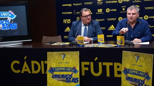 Santiago Pozas y Manuel Vizcaíno, en la sala de prensa.