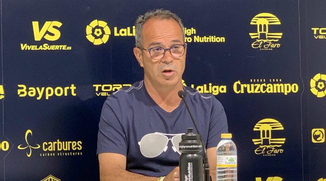 Álvaro Cervera en sala de prensa antes del partido en Gijón