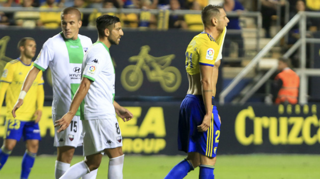 David Querol se lamenta al finalizar el partido ante el Extremadura.
