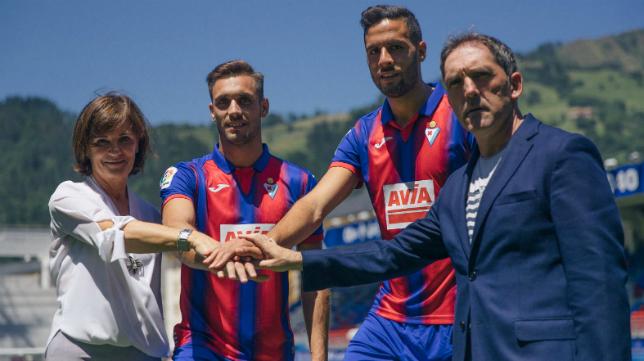 Rober Correa y Esteban Burgos fueron presentados como nuevos jugadores del Eibar. Foto: SD Eibar.