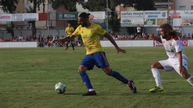 Sergio Sánchez, en la imagen junto a Dani Fornell, jugó como lateral derecho en Chiclana.