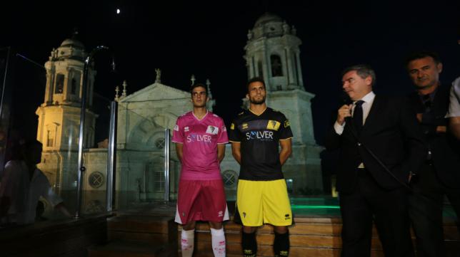Villar y Servando vistieron la segunda y tercera equipación en la Catedral con Vizcaíno presente en su primer año como presidente.