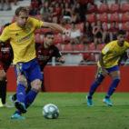 Alex Fernández en el momento que transformó el penalti en Anduva.