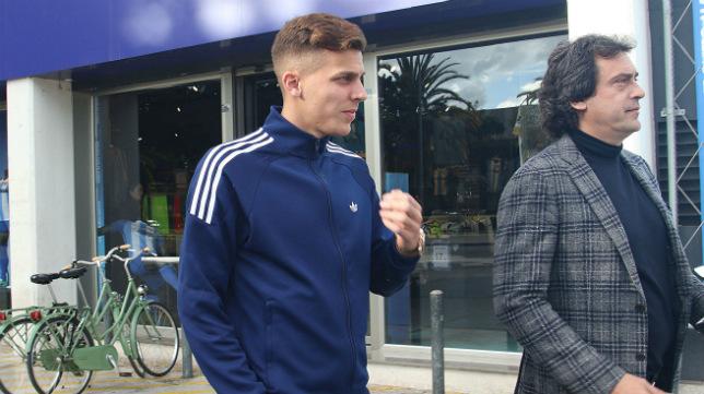 Iván Alejo, con el agente, Juanma López.
