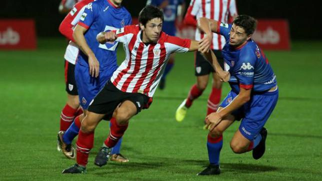 Asier Benito, en la imagen cuando jugaba en el Bilbao Athletic, recala cedido por el Eibar en la Ponferradina. Foto: El Correo.