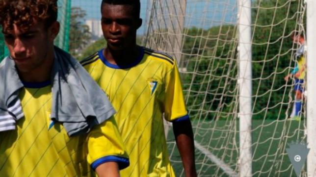 Buba Barry ya ha entrenado con el primer equipo del Cádiz CF. Foto: Cádiz CF.