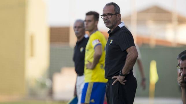 Cervera en un partido con el Cádiz CF