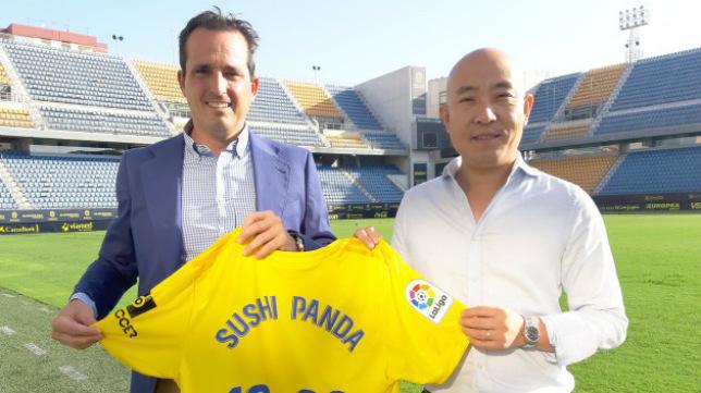Kike Pérez, director corporativo y de negocios de la entidad, recibió a Zhang.