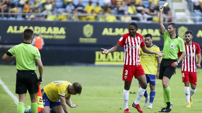 El colegiado tinerfeño ya pitó un Cádiz CF-Almería de la pasada campaña.