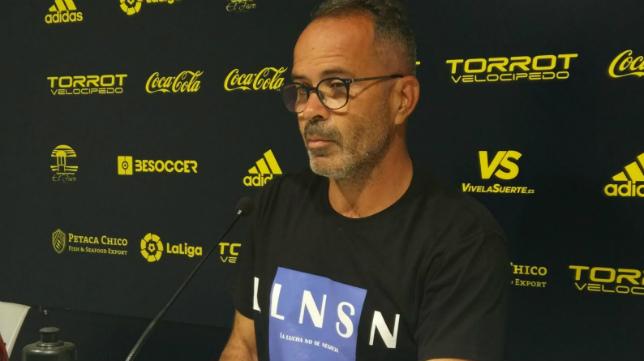 Cervera, con su camiseta 'La lucha no se negocia'.