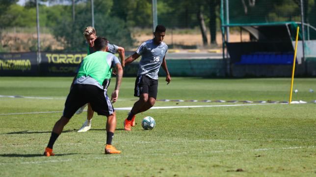 'Choco' Lozano durante un entrenamiento con el Cádiz CF.
