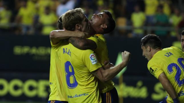 El Cádiz CF sigue siendo el líder junto al Fuenlabrada.