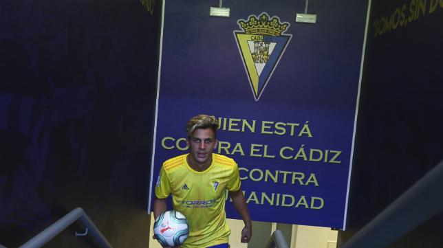 Iván Alejo durante su presentación en el Estadio Ramón de Carranza.