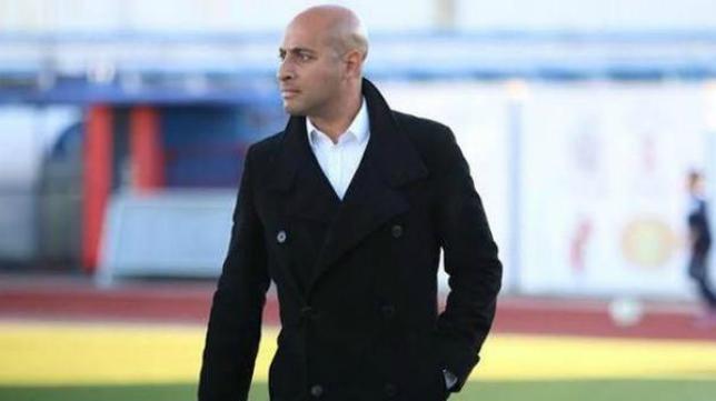 Nafti, exjugador del Cádiz CF y actual entrenador del Badajoz.