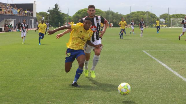 Seth, delantero del Cádiz B.