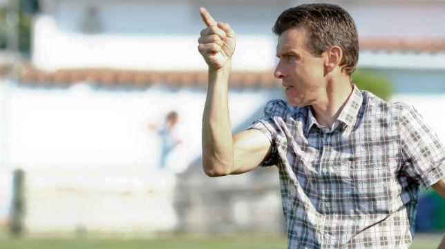 Juan Carlos Unzué, técnico del Girona